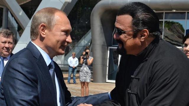 Steven Seagal recibe la ciudadanía rusa de parte de Putin