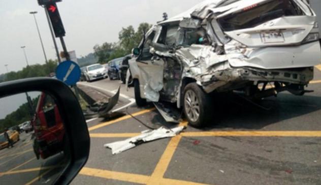 Kemalangan Ngeri di Persiaran Mokhtar Dahari, Melibatkan Treler, Lori dan 12 Kereta