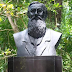 Lomban Resmikan Patung Alfred Russel Wallace