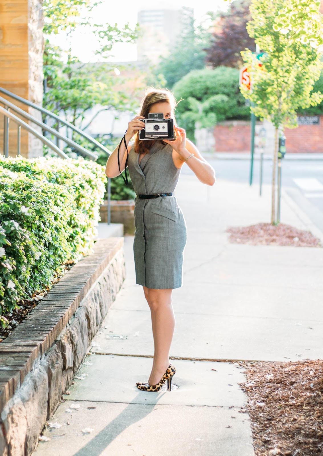 banana republic, style, classic style, fashion, blogger, vintage, retro, modern take, vintage inspired, screenwriting, film making, writer, vintage fashion blogger, old holly wood style, spring outfit, day to night outfit, 60s camera, polaroid,