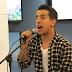 [AO VIVO] Fernando Daniel surpreende em showcase acústico