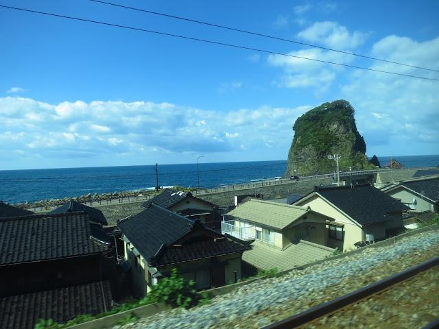 Inaho coastal express train line. Akita to Niigata. Tokyo Consult. TokyoConsult.