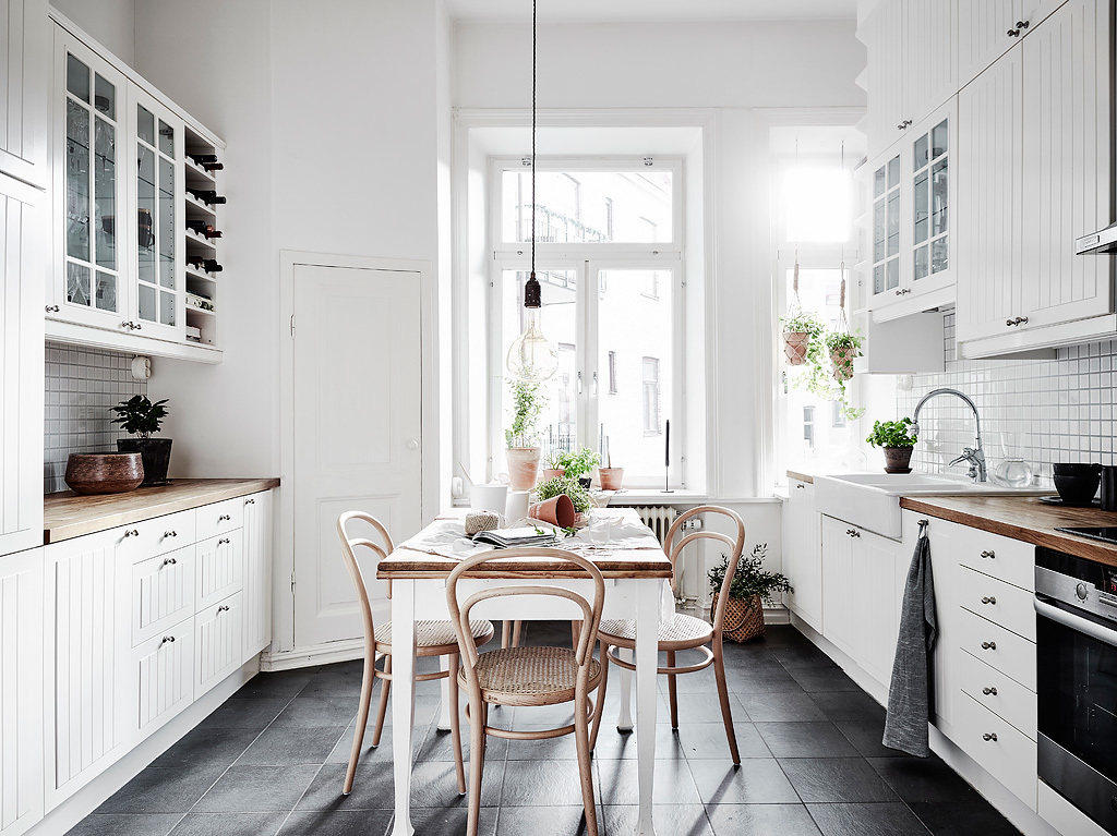 home decor, nordic living, interior design, thonet hair, black and white, kitchen inspiration
