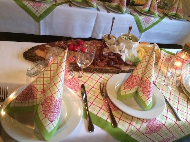 Hütten-Brotzeit Vorabend Hochzeit, Hochzeitsmotto aus M wird M, Pastell und Vintage im Riessersee Hotel Garmisch-Partenkirchen, Bayern