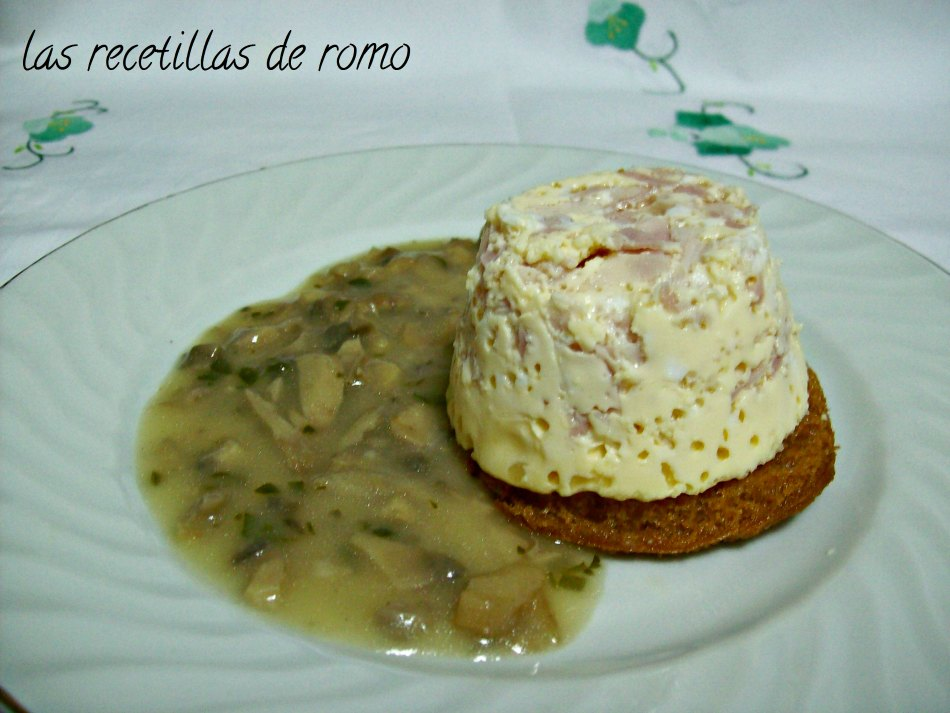 Huevos en molde con salsa de champiñones