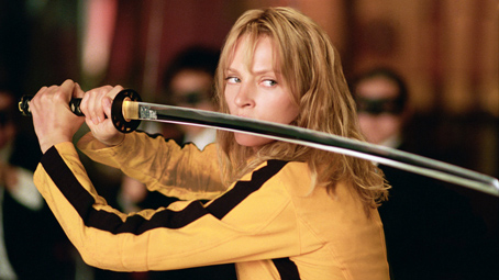 Kill bill Uma Thurman est la Mariee avec son sabre et sa tenue jaune hommage a Bruce Lee
