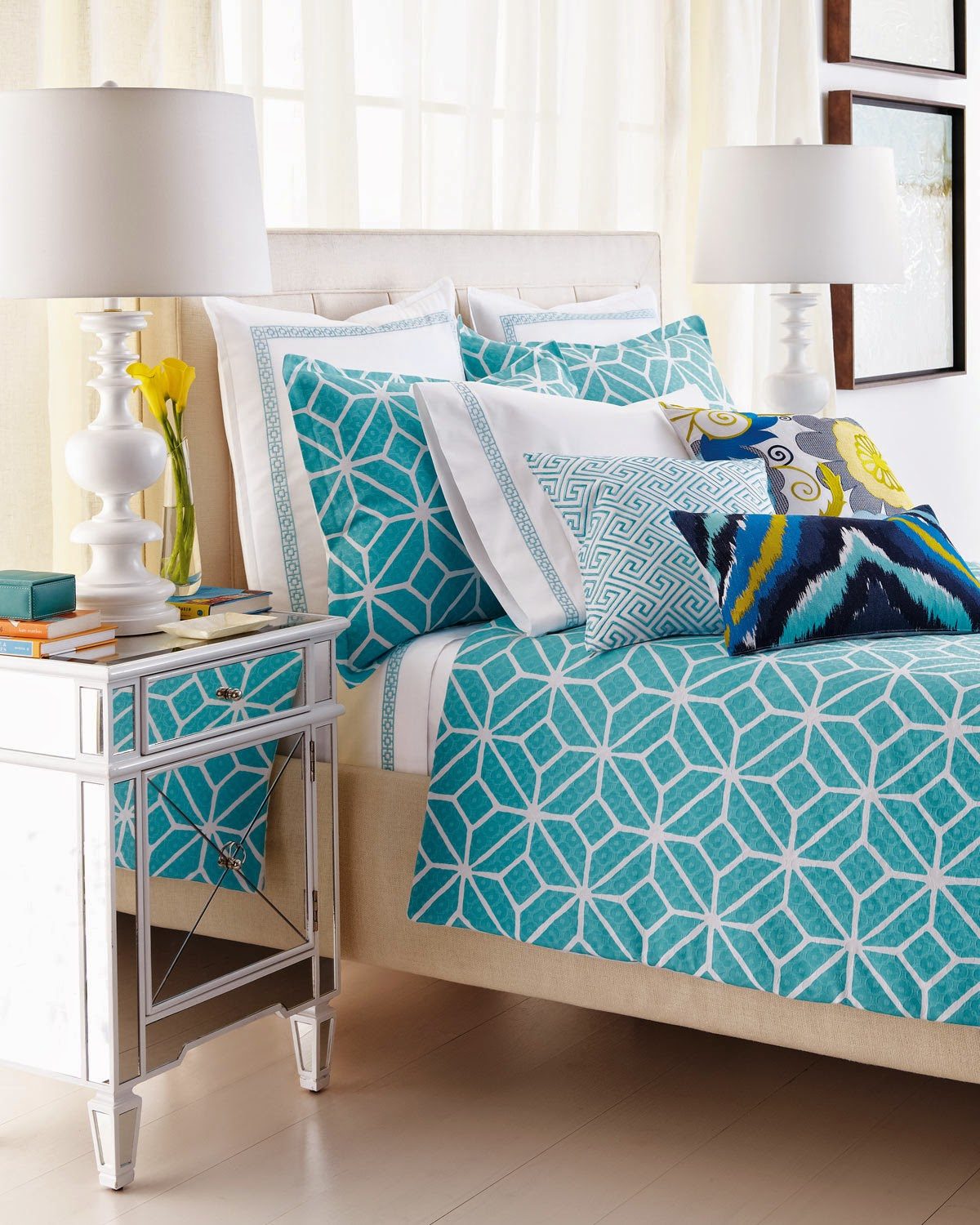 Beautiful Enticing Floral Pattern Turquoise Bed Sheet In