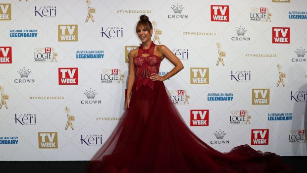 Logies 2016: Trains and lace lead the red carpet fashion pack