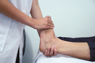 Phân biệt tê bì chân tay do bệnh lý và do sinh lý