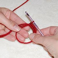 How to Crochet a Magic Ring | www.petalstopicots.com | #crochet