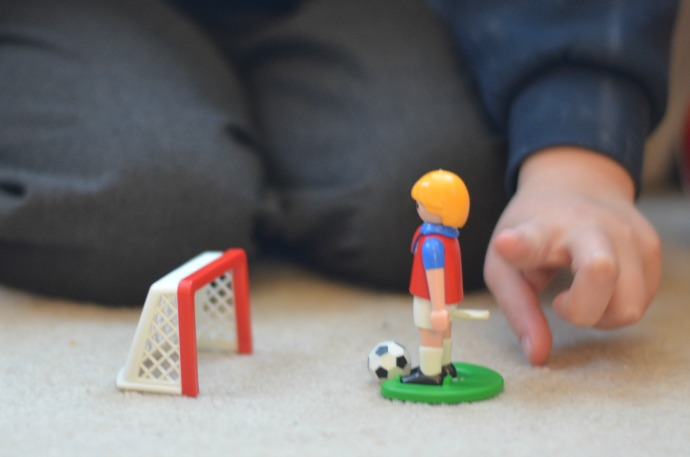 playmobil egg, playmobil footballer
