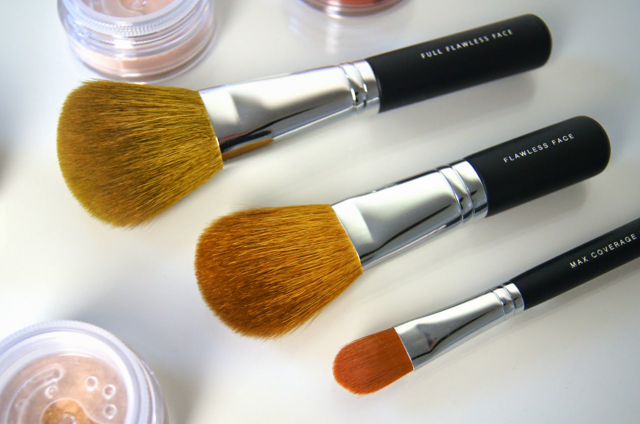 bareminerals full flawless face brush flawless application brush max coverage brush reviews