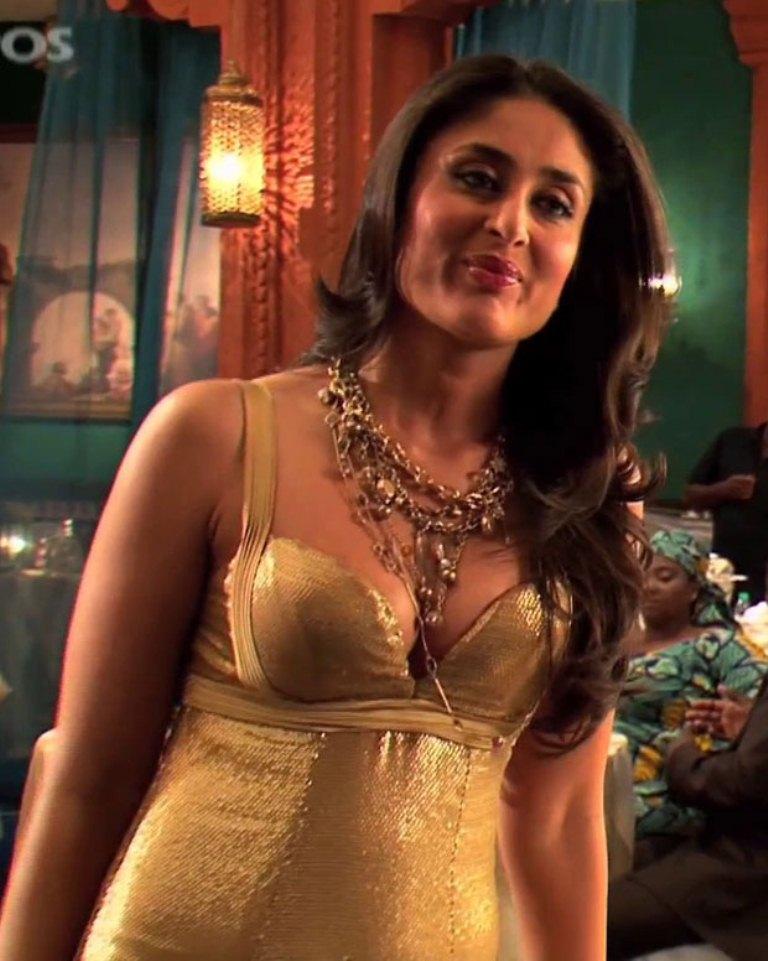 Celebrities Breast Pics Hot Kareena Kapoor Breast Pics-2657