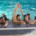 [News] Homens tentam encontrar seu lado feminino em cena de 'Um Banho de Vida'