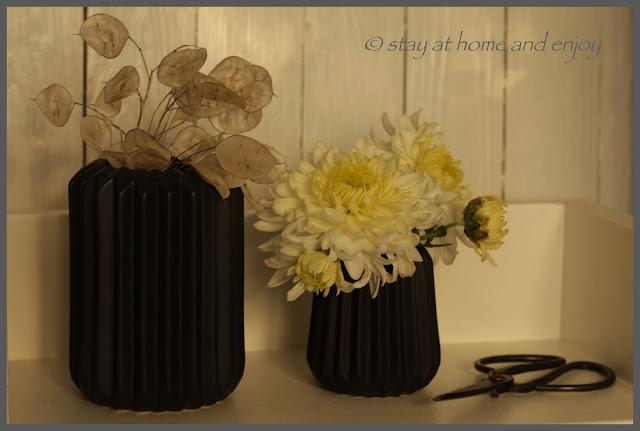 Dekoriert mit Chrysantheme - stay at home and enjoy