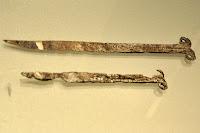 dwa noże wolutowe z Bnina i Bonikowa