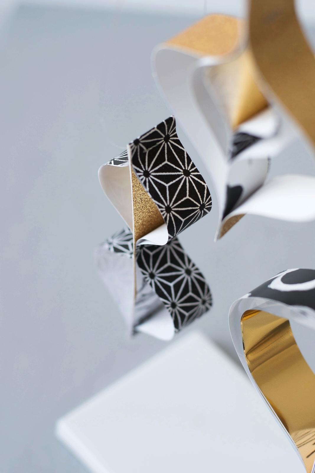 DIY Ornament aus Papierstreifen in Gold und Schwarz