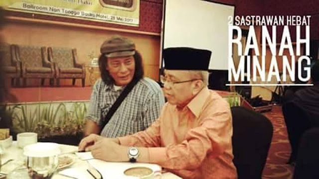 Ketua ZK Indonesia, Syarifuddin Arifin foto bersama Taufiq Ismail. (Dok. Istimewa)