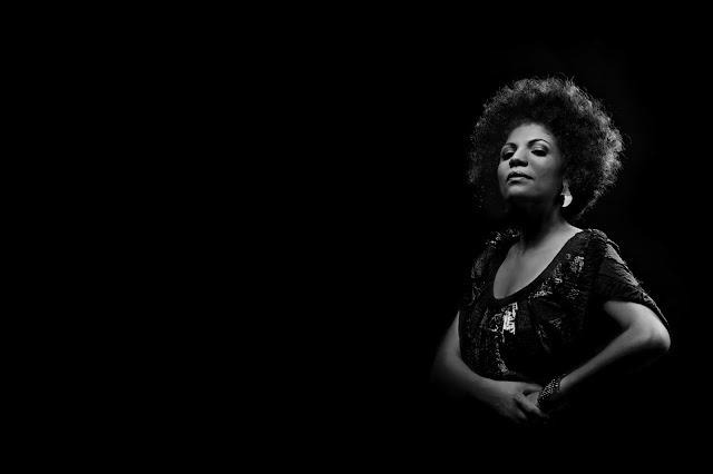"""O álbum """"Deusa do Rio Níger"""" da Luciana Oliveira  é um convite à conexão com nossas verdades e vontades"""