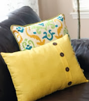 http://translate.googleusercontent.com/translate_c?depth=1&hl=es&rurl=translate.google.es&sl=en&tl=es&u=http://www.makeit-loveit.com/2012/08/fold-over-button-pillow-cover.html&usg=ALkJrhjBboA05jHA0fF0eq_UtveUk1miIg