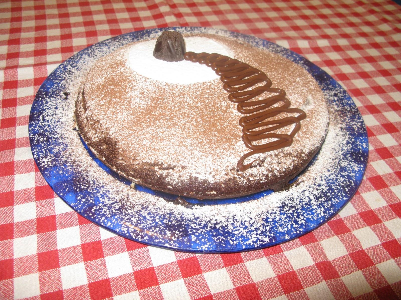 Torta facile al cacao decorata