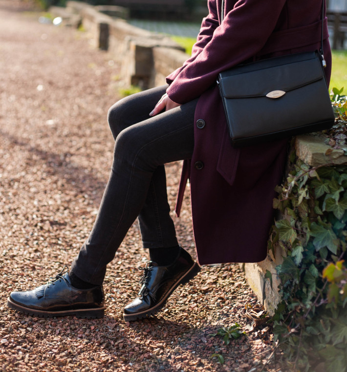 outfit: patent tassel brogues, 60s style handbag