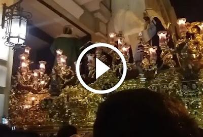 Saludo de San Gonzalo a Virgen de la Estrella y a Jesús de las Penas por parte del Paso de Misterio del Señor del Soberano Poder en la Capilla de la Estrella de Triana en la Calle San Jacinto el Lunes Santo de 2017 en Sevilla