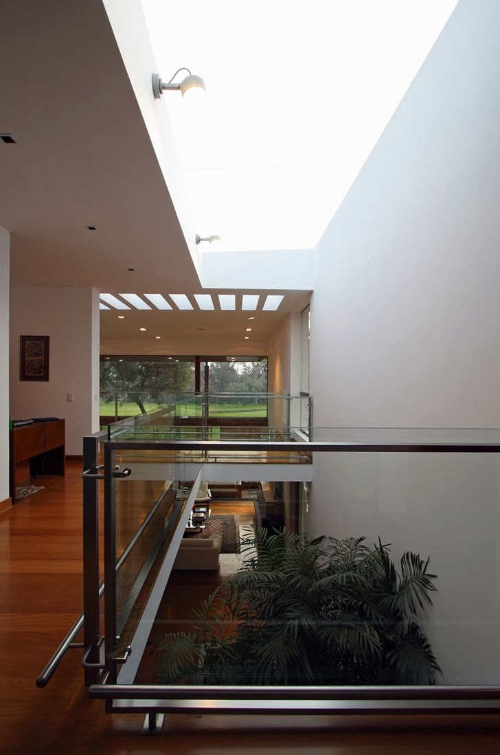 Glass railing in Cachalotes House by Oscar Gonzalez Moix