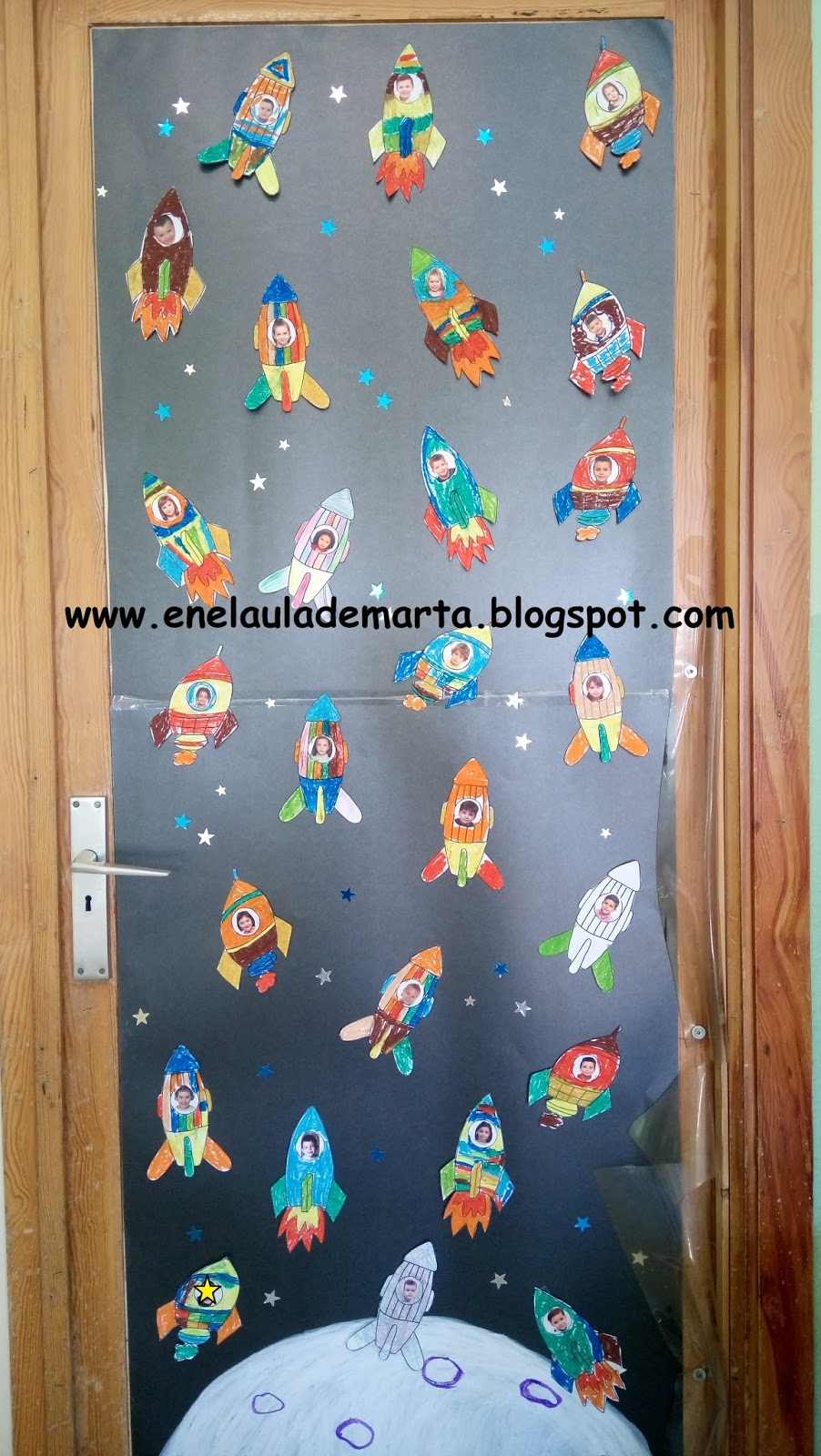 En el aula de marta decoraci n de la puerta de la clase Decoracion de espacios de preescolar