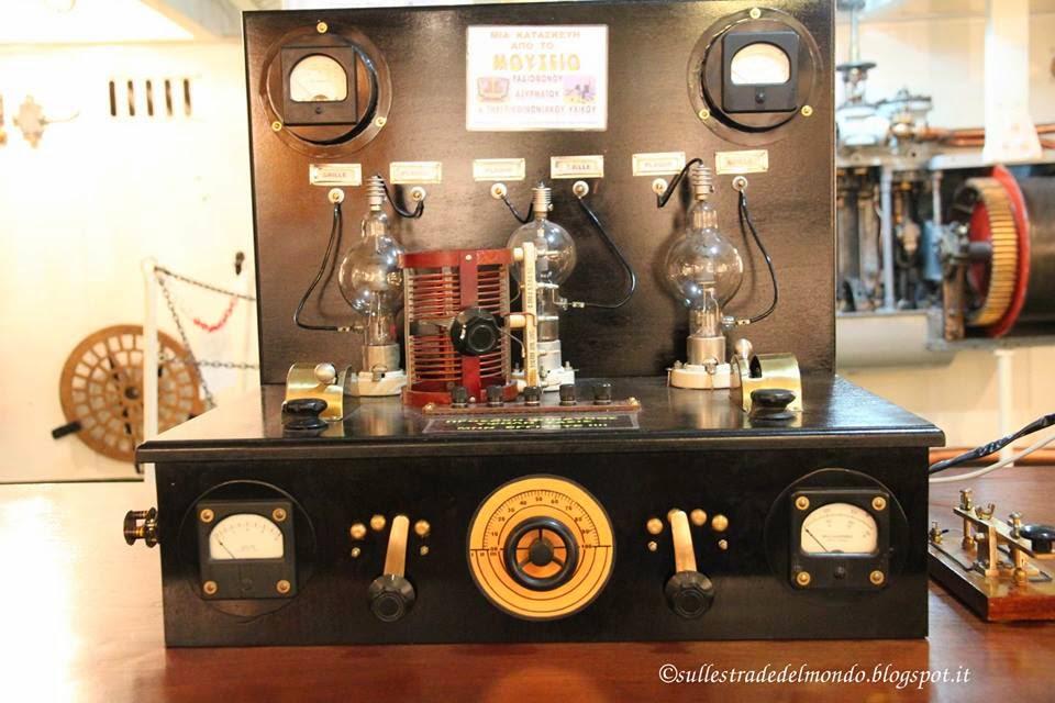 Una vecchia radio trasmittente