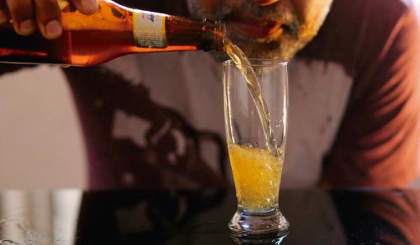 Degustador de cerveja que se tornou alcoólatra