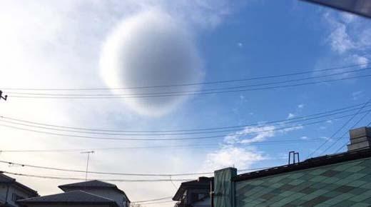 Ovni esférico con camuflaje de vapor fotografiado en Japón