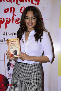 Sonakshi Sinha Karan Johar at Aishwarya Rajinikanth Standing on an Apple Box Book Launch Event  0003.jpg