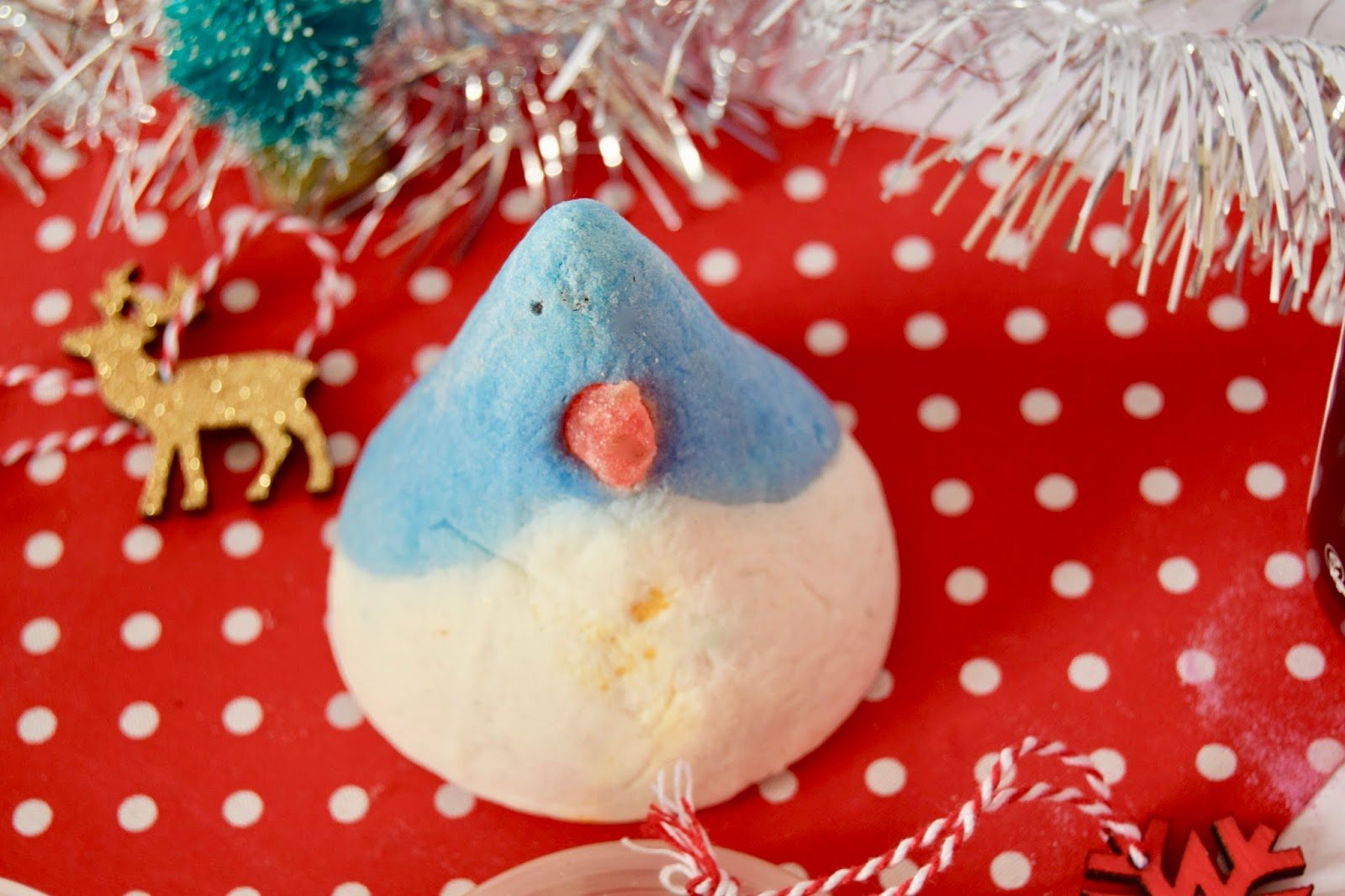 Lush The Christmas Penguin Bubble Bar