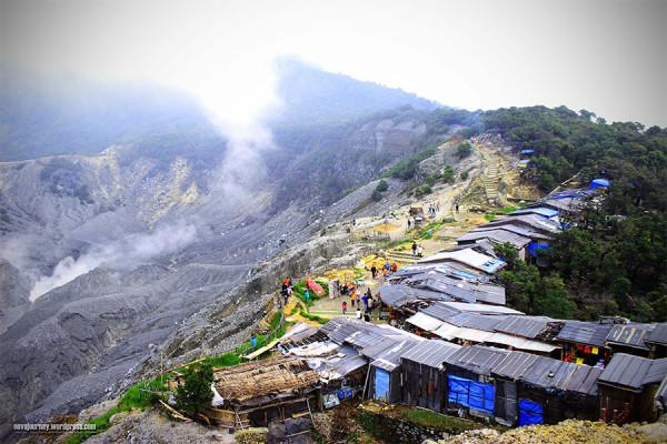 Pesona Gunung Tangkuban Perahu selalu mencatatkan banyak kunjungan wisatawan