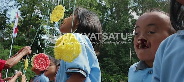 Peringati Dirgahayu RI ke-73, Penyandang Disabilitas RBM Gereja Toraja, Gelar Lomba Makan Krupuk