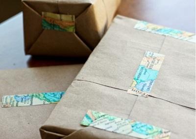 Decorative tape ini bisa dibuat sendiri dengan menempelkan kertas peta atau atlas pada double tape. Hanya semudah itu untuk membuat decorative tape yang unik ini.
