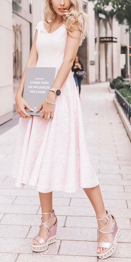 Searching for new spring fashion inspiration? Read on to find 27 classy spring outfits that'll keep you comfortable and looking your best. #springoutfits #springfashion #springstyle #fashion