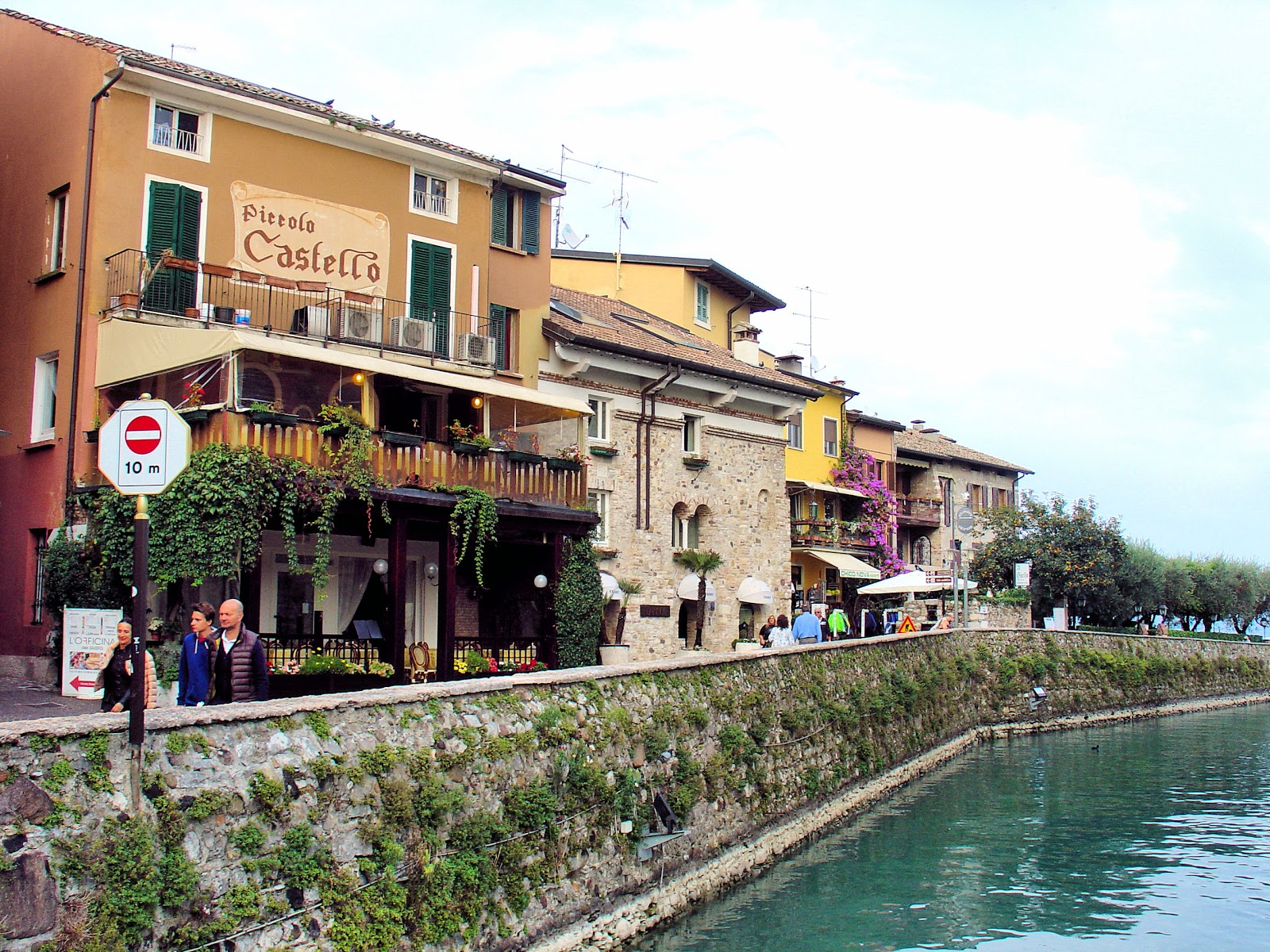 View along Sirmione in Lake Garda, Italy. All photography is the property of EuroTravelogue™. Unauthorized use is prohibited.