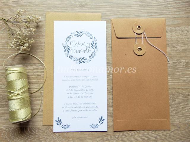 Bonita invitación de boda pintada en acuarela de estilo moderno con corona de hojas