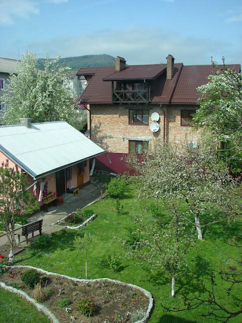 Вид из нашего окна на двор