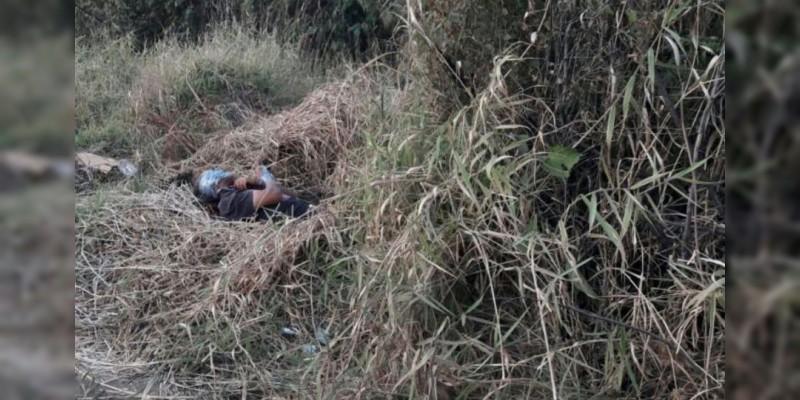 Amordazan y ejecutan a sujeto en Periban, Michoacán