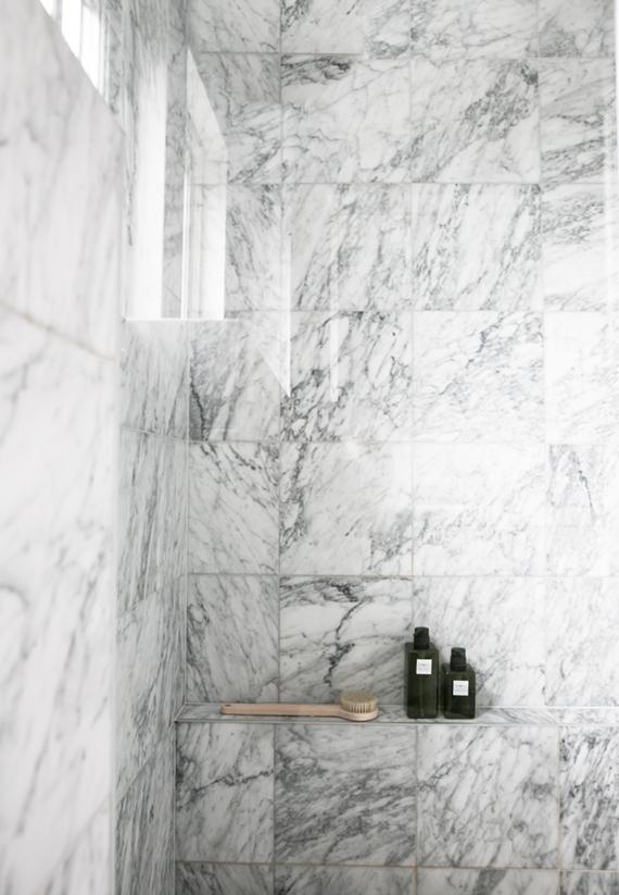 2 ALIKE: White marble showers | My Paradissi