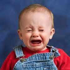 bayi sedang menangis
