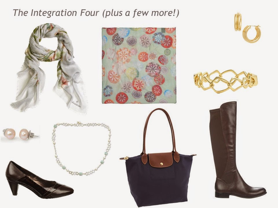 The Integration 4+ for the 4 by 4 in Apricot and Celadonl: scarves, jewelry, a bag and shoes