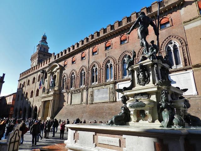 Fontana del Nettuno Bologna piazza maggiore
