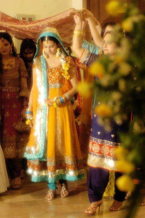 Mehndi Brides Mayoon Frills