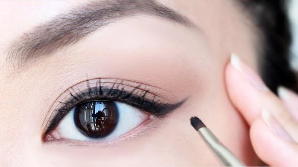 Cara Pakai Atau Menggunakan Eyeliner Cair dan Pensil