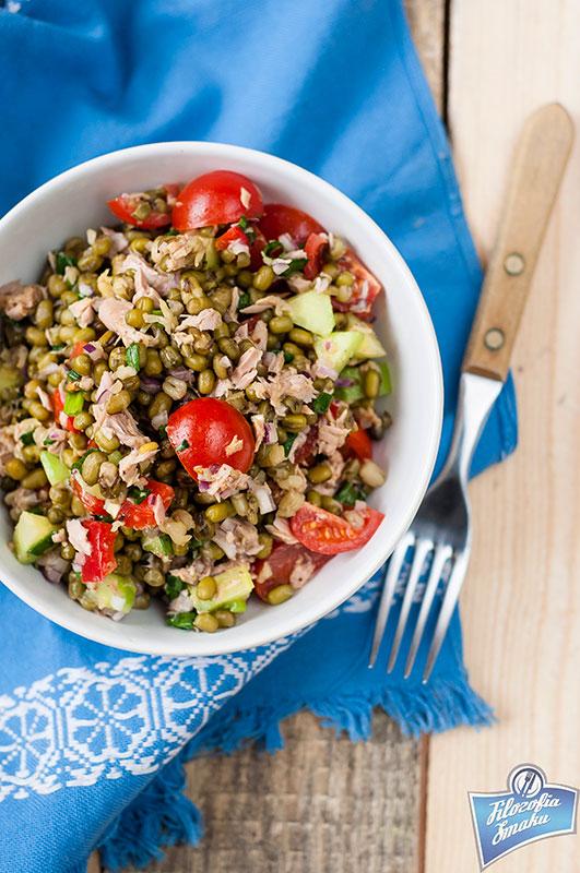 Sałatka z tuńczyka i fasoli mung