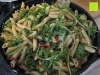 Rucula: Rossmann enerBio - Berglinsen, Dinkel-Muscheln, Klare Gemüsebrühe, Olivenöl, Pesto Verde, Kräutermeersalz (mit Rezept)